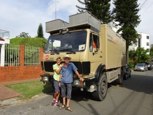 060_0000c Colombia - Medellin - Truck Stuckis