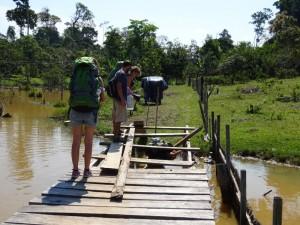 101 0054 Peru - Iquitos - Weg zu Arco Iris