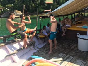 136 0105 Brasil - Paraty - Partyboat