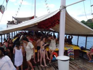 136 0111 Brasil - Paraty - Partyboat